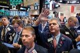 Wall Street bervariasi, Nasdaq berakhir di rekor tertinggi
