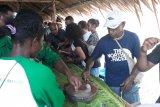Warga kampung Abar pertahankan festival makan papeda dalam gerabah