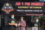 AD 1 PM Family membagikan sembako-uang kepada warga terdampak COVID-19