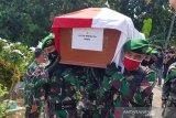 Pemakaman Lettu Wisnu Tia Aruni di TPU Kembangan Semarang dipimpin Puspenerbad