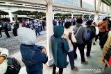 Penumpang KRL mengular di Stasiun Bogor