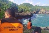 Tim gabungan Gunung Kidul mencari nelayan terjatuh ke laut