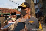 Tim Densus 88 bawa sejumlah barang bukti dari rumah terduga teroris
