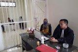 Wanita paruh baya dituntut hukuman selama satu tahun enam bulan