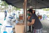 Pedagang pasar di Gunung Mas jalani tes cepat massal