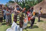 Polres Mamberamo Tengah salurkan bansos Kapolri kepada warga terdampak COVID-19