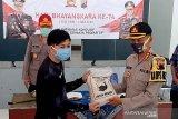Ratusan warga terdampak COVID-19 di Banyumas terima bantuan beras dari kepolisian