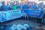 Anggota DPR-RI Mulyadi salurkan 150 paket bantuan sembako untuk tukang ojek di Pasaman Barat