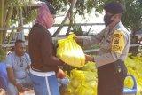 204 tukang ojek di Waropen terima bantuan beras dari Mabes Polri