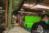 Pemkab Sleman semprot disinfektan pasar tradisional dua kali sehari