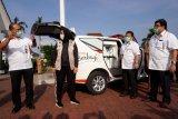 Toyota sumbang  dua mobil Innova dan APD untuk Pemda Karawang