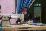 Garnita Malahayati Kudus produksi masker untuk warga
