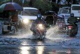 Filipina evakuasi 1.800 warganya ketika badai tropis Molave mendekat