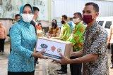 Ketua PKK Lampung bagikan 1.000 paket sembako untuk warga terdampak COVID-19