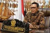 Gubernur Sulsel Nurdin Abdullah shalati korban banjir di Bantaeng