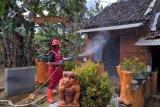 PMI semprot disinfektan hunian warga sekitar SPN Selopamioro