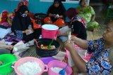 Jurnalis Peduli bagi makanan gratis untuk korban banjir di Sulsel