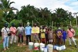 Pandemi COVID-19, PT TSE bantu perekonomian warga di Kampung Getentiri