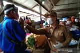 Pemerintah Kota Kendari bagikan APD ke pedagang pasar hadapi normal baru
