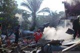 Tiga rumah warga rusak akibat jatuhnya pesawat tempur di Riau