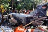 Pesawat tempur jatuh, tiga rumah rusak