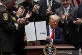Donald Trump keluarkan surat perintah terkait reformasi kepolisian