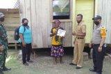 Bhabinkamtibmas kawal penyaluran BLT di Kampung Gudang Garam