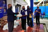 DPW NasDem Papua salurkan bantuan paket sembako untuk kader terdampak COVID-19