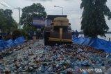 Kepolisian Daerah Provinsi Kepulauan Bangka Belitung memusnahkan 9.611 botol minuman keras impor senilai Rp6,8 miliar sebagai bentuk pemberantasan peredaran minuman beralkohol ilegal di daerah itu.