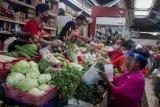 Penerapan protokol kesehatan di pasar tradisional