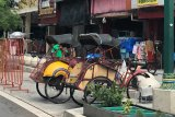 Andong dan becak di Yogyakarta wajib memasang tirai pembatas