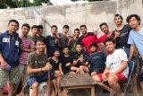 20 pemuda lakukan aksi bersihkan rumah korban banjir di Bantaeng