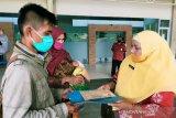 Satu keluarga asal Limapuluh Kota ini akhirnya bisa pulkam dengan bantuan Pemkab Kotim