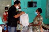 Penjual Noken di Jayapura terima bantuan sembako dari Polda Papua