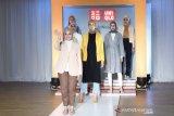 Ini 50 gaya busana hijab terbaru dari UNIQLO-Ayudia C