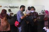 Pegawai kelurahan mengambil dana bantuan sosial non DTSK di Bank Riau Kepri