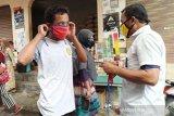 Petani tembakau Temanggung bagikan masker di  Pasar Selopampang
