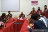 Tersangka kasus penyelewengan dana infak masjid Raya Sumbar akhirnya ditahan