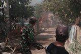 Dua pria di Bima dianiaya salah satunya tewas, warga emosi bakar belasan rumah