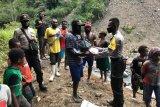 Polres Tolikara berikan bantuan bibit tanaman warga distrik Mugi