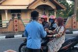 Mahasiswa KKN Unri di Pariaman bagikan hand sanitizer
