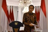Jokowi instructs police to assist in creating productive society
