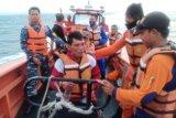 Kapal motor terbalik diterjang ombak di perairan selat Sunda,  tujuh nelayan belum ditemukan