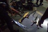Babinsa Koramil Belang amankan tujuh pria bersajam di Ratatotok