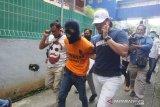 Pra-rekonstruksi pembunuhan bocah di Global Prima Medan oleh ayah tirinya