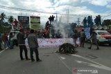 Demo tolak 500 TKA, akses menuju Bandara Haluoleo macet