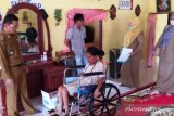 Wiwik kini bisa beraktivitas usai dapat kursi roda bantuan Dinsos Agam