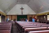 Polisi Asmat kerja bakti di rumah ibadah sambut HUT Bhayangkara