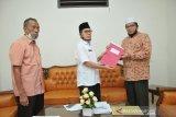 Syaifullah serahkan jabatan pengurus Masjid Raya Sumbar kepada pengurus baru