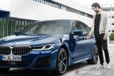 Buka kunci dan hidupkan mobil BMW seri 5 bisa pakai iPhone iOS 13